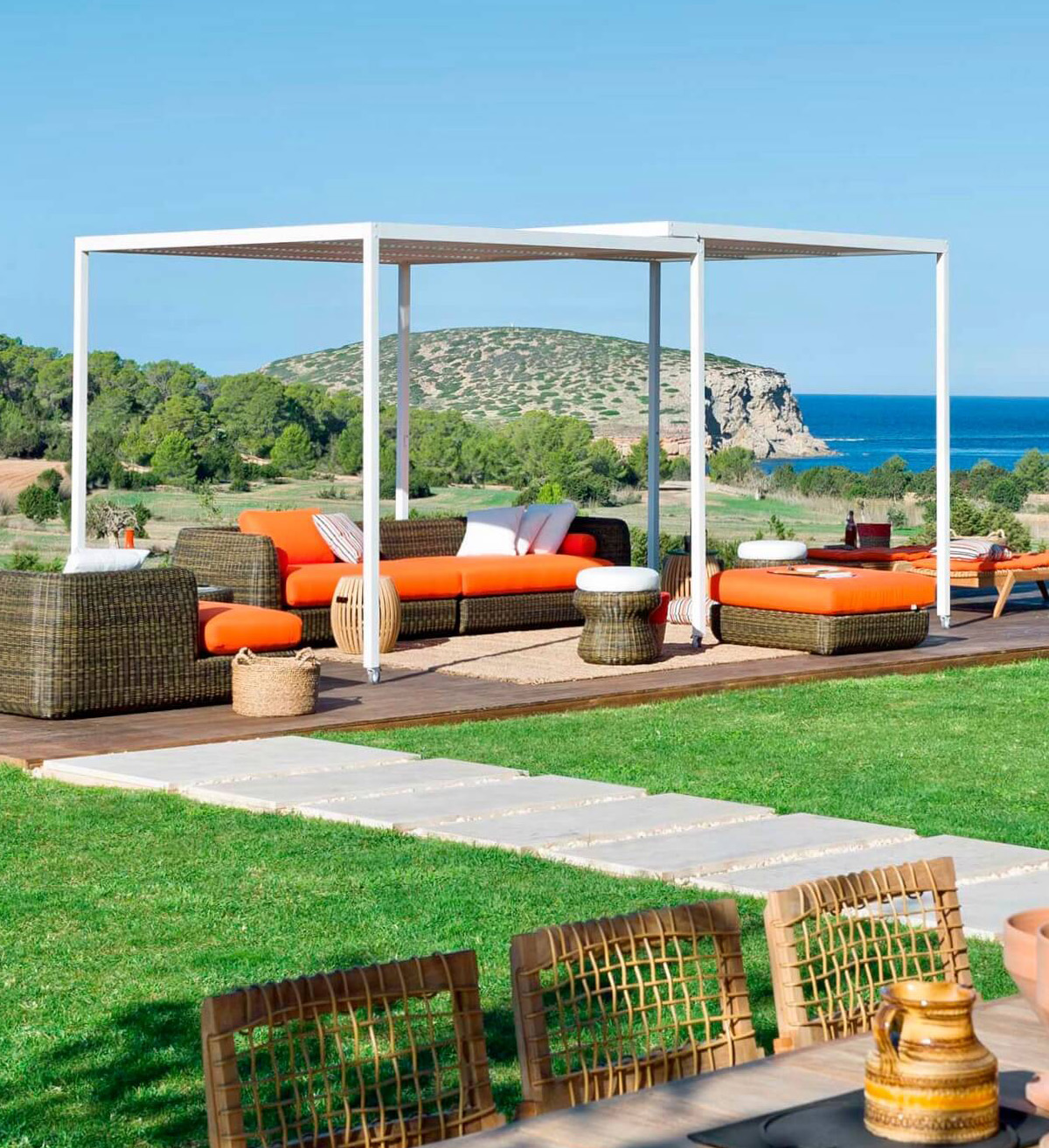 Laid Back Social Space - Modern Garden Furniture for Summer