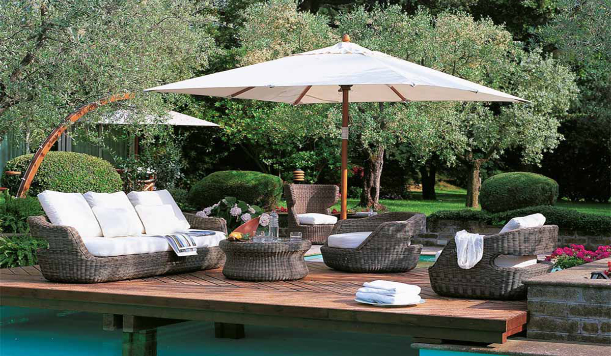 Versatile garden furniture space