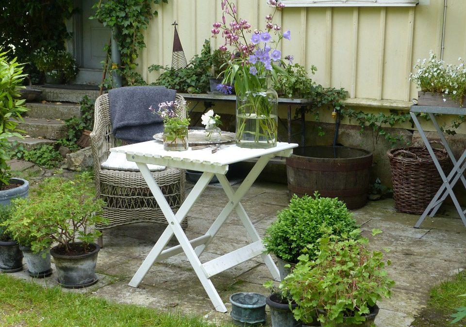 5 Ways to Freshen up Your Garden Furniture Area