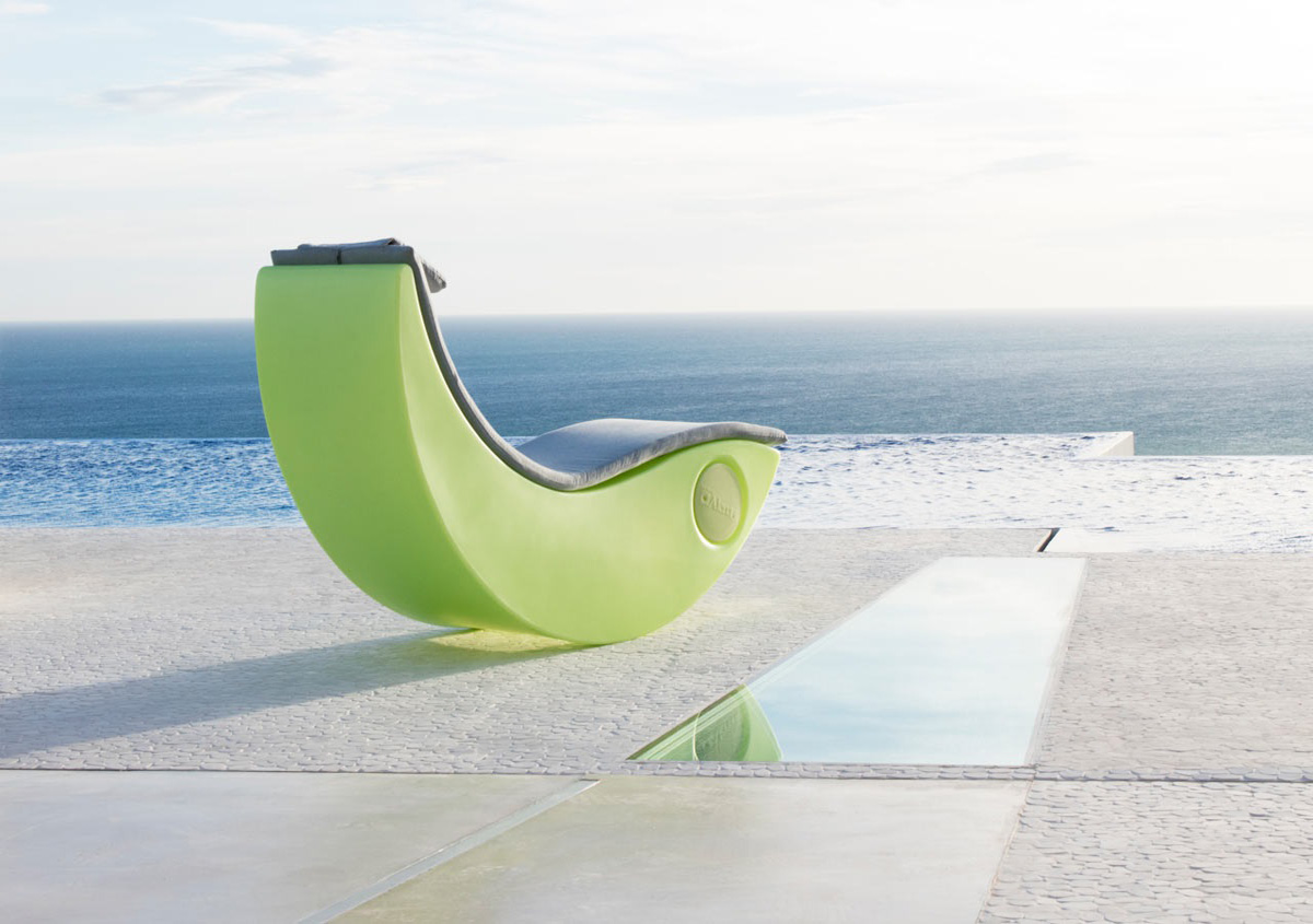 outdoor sun lounger in garden area
