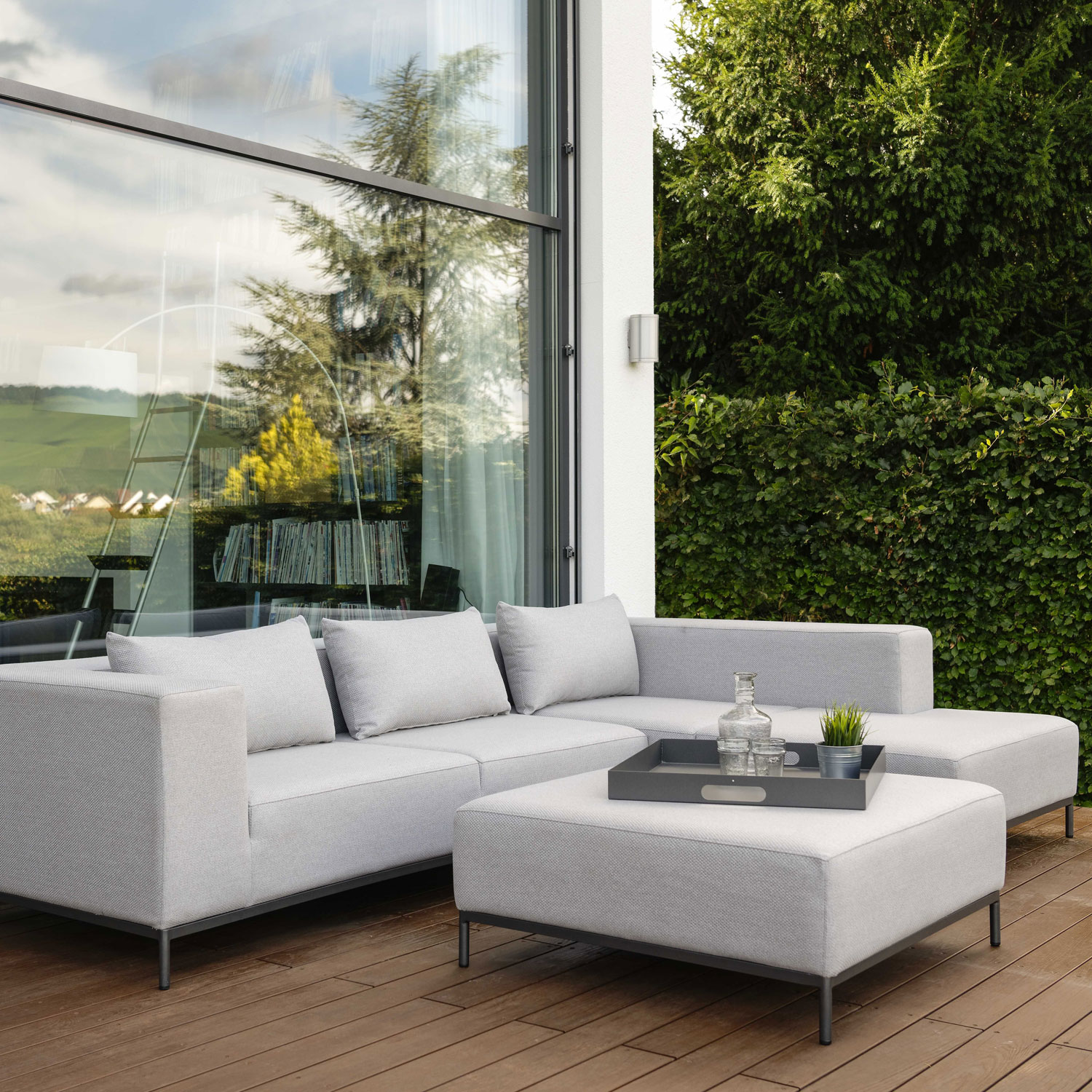 Taavi Corner Sofa 2.5 Seater Aluminum Anthracite Armrest Right Outdoor Fabric In Crystal Silver And Back Cushion by Outdoor Living