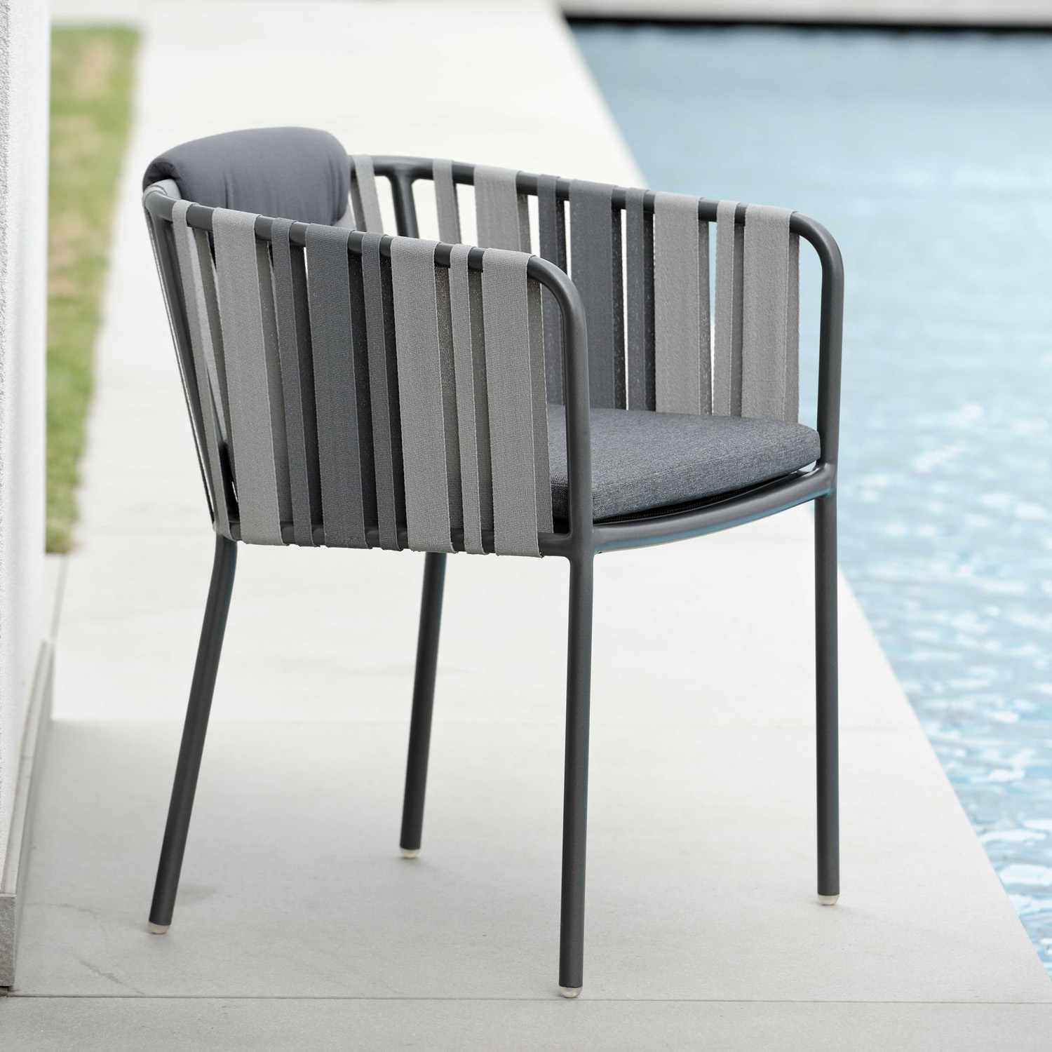 Space Outdoor Armchair - Aluminum Anthracite Textilen Grey 2 - Color With Cushion In Silk Grey by Outdoor Living