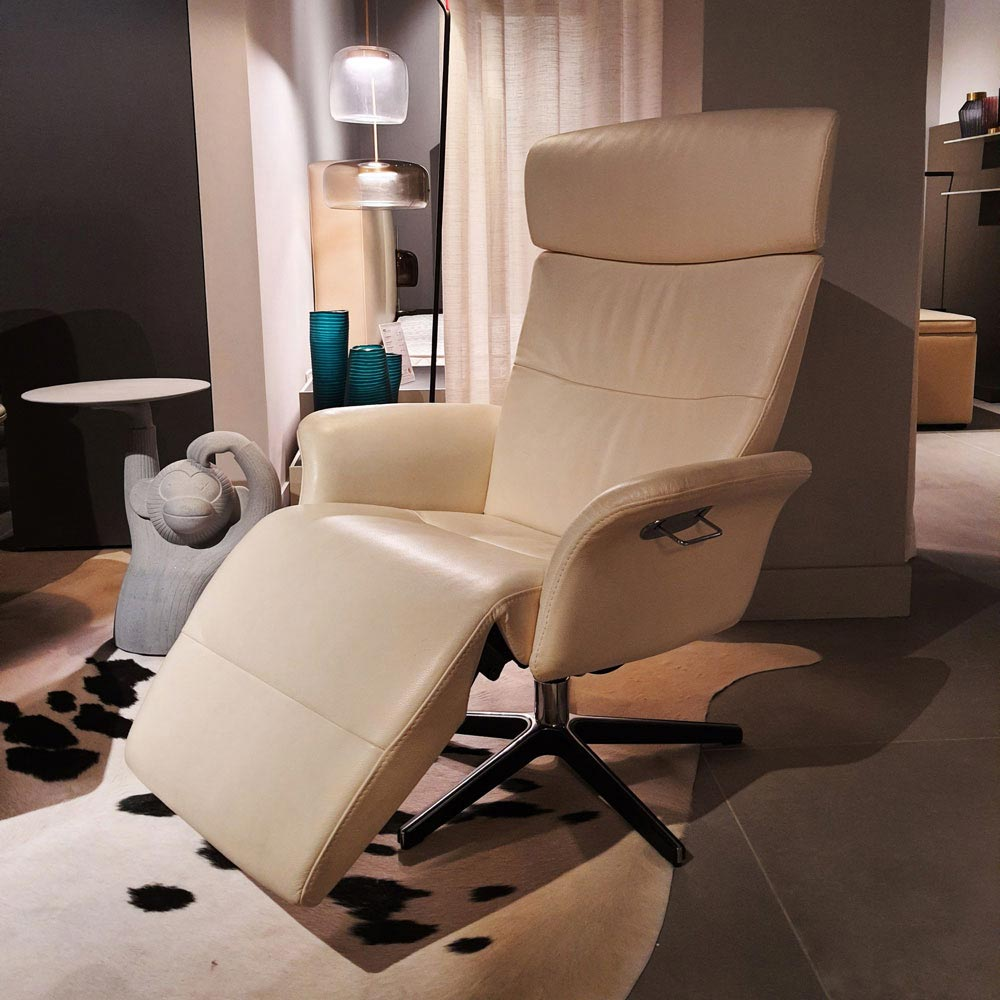 Masterpiece Recliner by Naustro Unwind | FCI Clearance