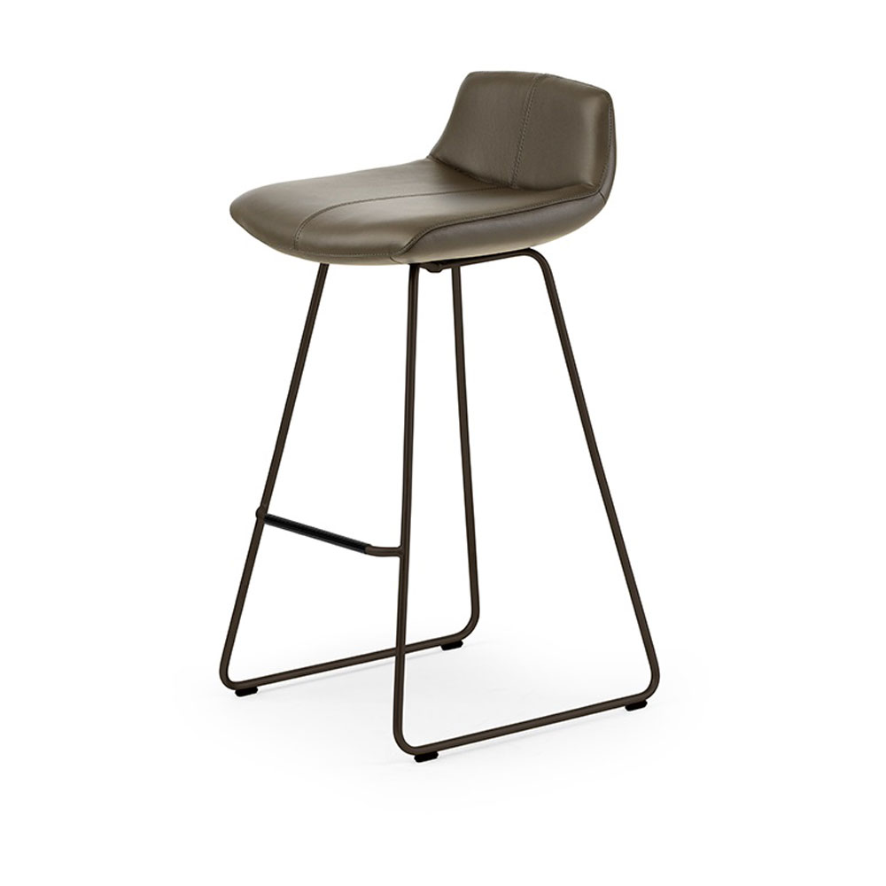Caron Bar Stool by Leolux
